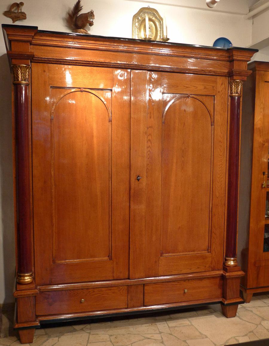 eichenschrank empire um 1820. Black Bedroom Furniture Sets. Home Design Ideas